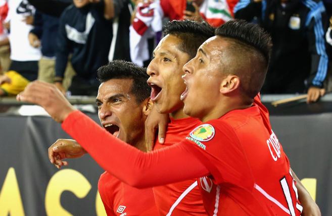 Perú celebra su histórico triunfo