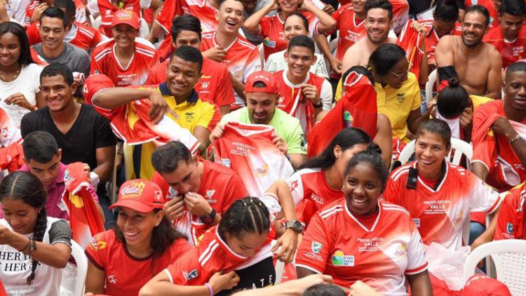 Deportistas que participaran en Juegos Nacionales reciben camiseta de Selección Valle